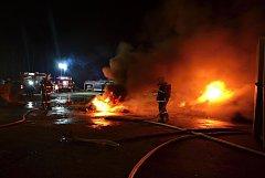 Požár v areálu průmyslového objektu ve Stráži pod Ralskem.