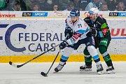 Utkání 20. kola Tipsport extraligy ledního hokeje se odehrálo 18. listopadu v liberecké Home Credit areně. Utkaly se celky Bílí Tygři Liberec a HC Energie Karlovy Vary. Na snímku vlevo Jakub Valský.