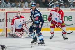 Utkání 43. kola Tipsport extraligy ledního hokeje se odehrálo 26. ledna v liberecké Home Credit areně. Utkaly se celky Bílí Tygři Liberec a HC Olomouc. Na snímku v modrém Petr Jelínek.
