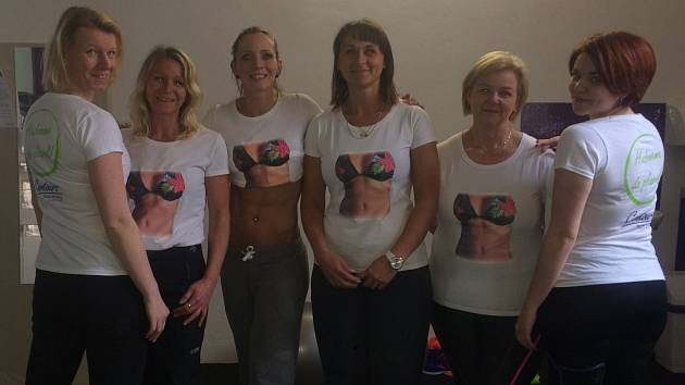 HRDINKY SERIÁLU A JEJICH KILA DOLE. Zleva: Michaela Kopáčková, Štěpánka Radostná, trenérka Martina Daher (8), Simona Šounová (6,3) a Veronika Šounová (4).  Contours