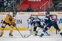 Liberečtí hokejisté (v modrém) porazili Jihlavu i podruhé.