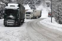 Silnice na Harrachov je pro kamiony uzavřená