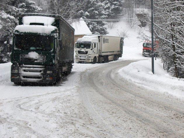 Silnice na Harrachov je pro kamiony uzavřená. Ilustrační snímek