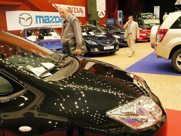 V libereckém Domě kultury zahájili výstavu automobilů.