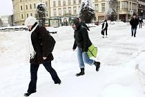 Liberecko v noci na úterý zavalil čerstvý sníh. V dalších dnech se ale oteplí, takže bílá pokrývka nevydrží.