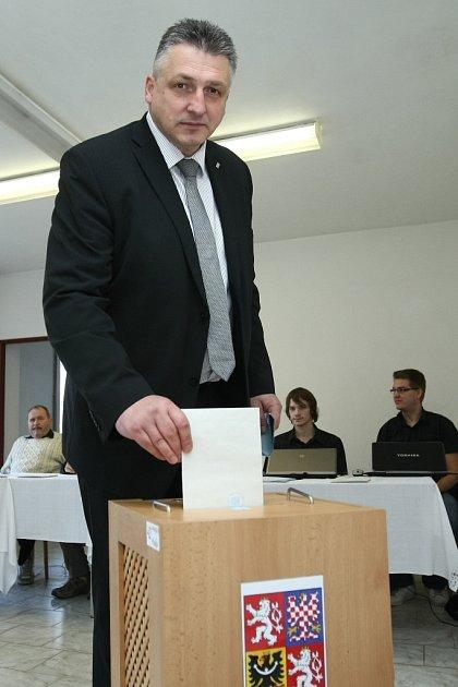 Lídr TOP 09a STAN Jiří Kočandrle volil dnes po desáté hodině vŽizníkově.