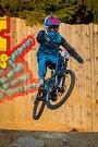 Finále závodu světové série horských kol ve fourcrossu JBC 4X Revelations proběhlo 14. července v bike parku Dobrý Voda v Jablonci nad Nisou. Na snímku je bikerka Simona Jirková.