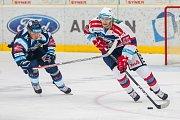 Utkání 9. kola Tipsport extraligy ledního hokeje se odehrálo 1. října v liberecké Home Credit areně. Utkaly se celky Bílí Tygři Liberec a HC Dynamo Pardubice. Na snímku zleva Milan Bartovič a Ján Sýkora.