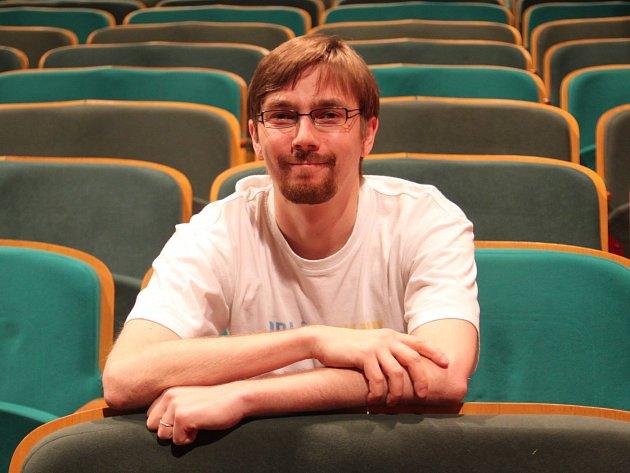 VÍT PEŘINA je syn kmenové autorky Naivního divadla Ivy Peřinové.