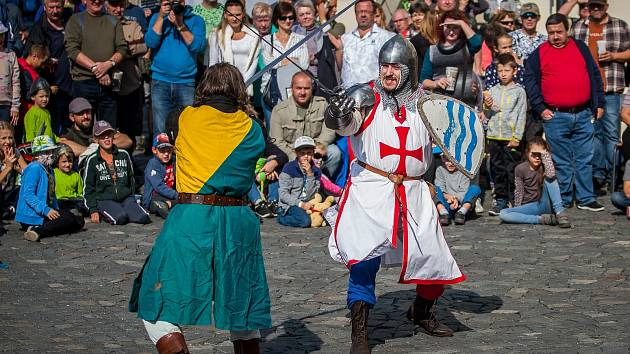 Svatováclavské slavnosti proběhly 28. září na Zámku Svijany. Na snímku je šermířské vystoupení v podání skupiny historického šermu Alterum.