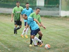 Fotbalová I. A třída. Ruprechtice jsou v modrých dresech.