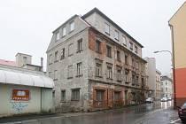 Zchátralý dům v ulici Orlí 139/5 v Liberci.