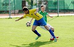 Liberecké derby ve fotbalové I. A třídě skončilo výhrou Rapidu (v zeleném).