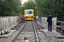 Vlak srazil dělníka