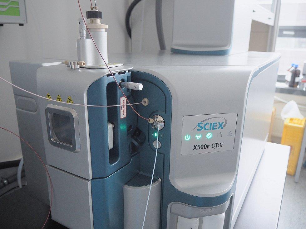Nový univerzitní spektrometr