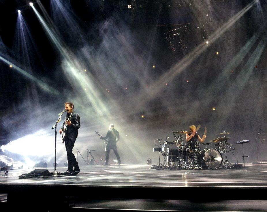 O MUSE se zaslouženě mluví jako o nejlepší koncertní kapele současnosti. Toto přízvisko v Praze potvrdili už potřetí.