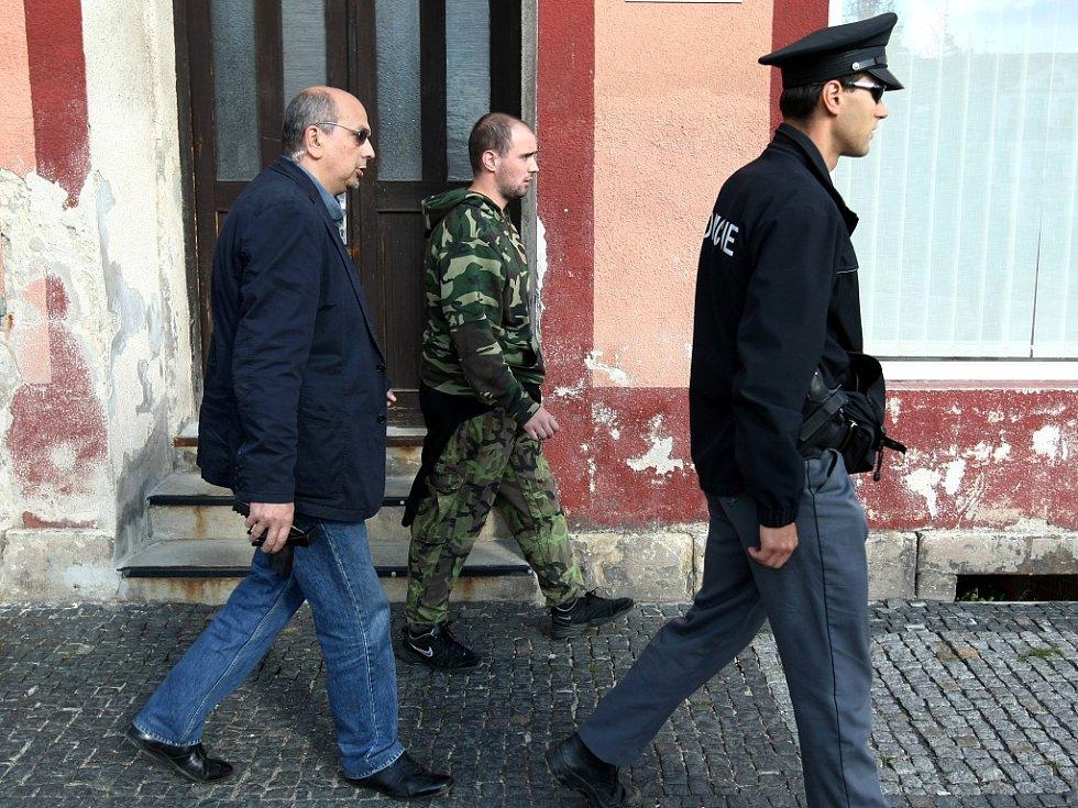 Policie zadržela muže, který v Chrastavě na Liberecku střílel z plastové pistole na prezidenta ČR Václava Klause.