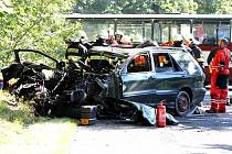 Čelní střet osobního automobilu a autobusu u Frýdlantu si vyžádal několik zraněných osob.