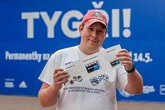 Ondra, fanoušek Bílých Tygrů Liberec, si přišel 14. května v odpoledních hodinách koupit k liberecké areně permanentku na nadcházející hokejovou sezonu.