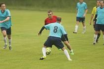 Dětřichov prohrál doma v přípravném fotbale s Ruprechticemi (v modrém) 2:3.