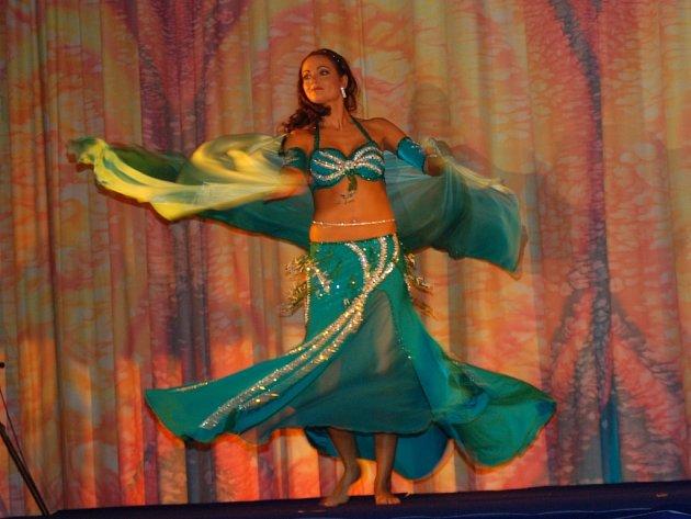 Tanečnice Mona z tanečního studia Mona.