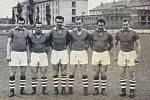 Útočníci Spartaku Hradec Králové 1960. Zleva: Ladislav Čermák, Jozef Buránsky, Ladislav Pokorný, Milouš Kvaček, Jiří Černý, František Malík.