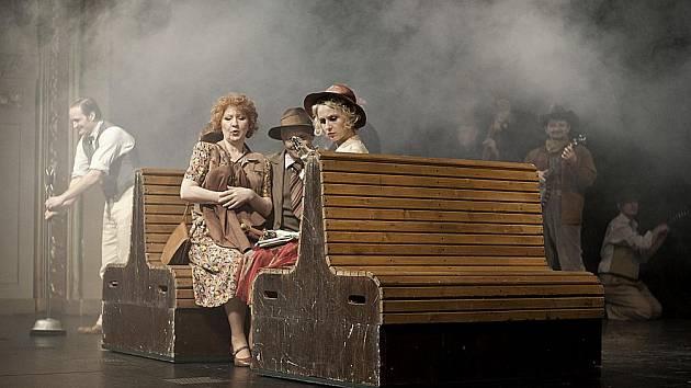 ZLOČIN V POSÁZAVSKÉM PACIFIKU je hudební retro komedie autorské dvojice Martin Vačkář a Ondřej Havelka.