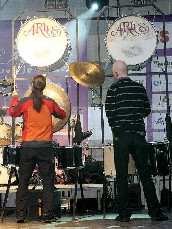 Vystoupení bubenické skupiny Aries.