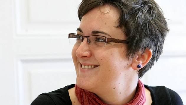 FRANCAISE EMILIE FLAMBEAUX. Nová ředitelka liberecké pobočky Alliance francaise naslouchá tomu, co lidi zajímá.