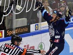 V úterním utkání 16. kola extraligy Sparta – Liberec (1:4) se z třetího gólu raduje hostující  Milan Bartovič.