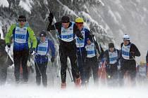 POČASÍ v den hlavního závodu bylo vskutku otřesné, ale naprostá většina účastníků podmínky statečně zvládla a padesátku dokončila.