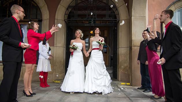 REGISTROVANÉ PARTNERSTVÍ není svatba, ale může tak vypadaLt .