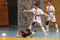Futsal. K zemi padá liberecký Beneš.