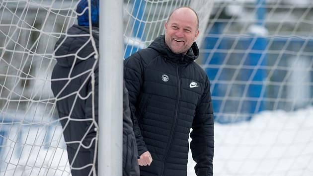 Trenér Slovanu Liberec Pavel Hoftych při tréninku.