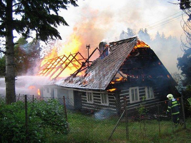 Požár chalupy v Libštátě.