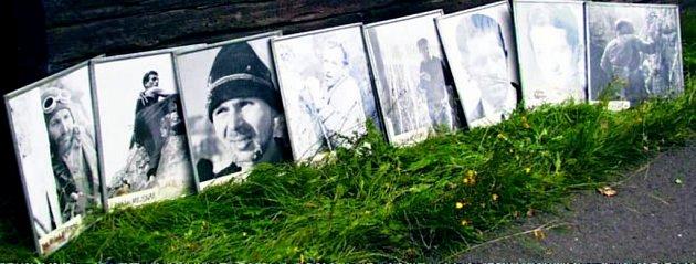 ROK 1969.Start druhého ročníku Jizerské padesátky. Tehdy se ho ještě zúčastnili ihorolezci, kteří orok později zahynuli vPeru. na jejich památku nese závod přídomek Memorial Expedice Peru 70.