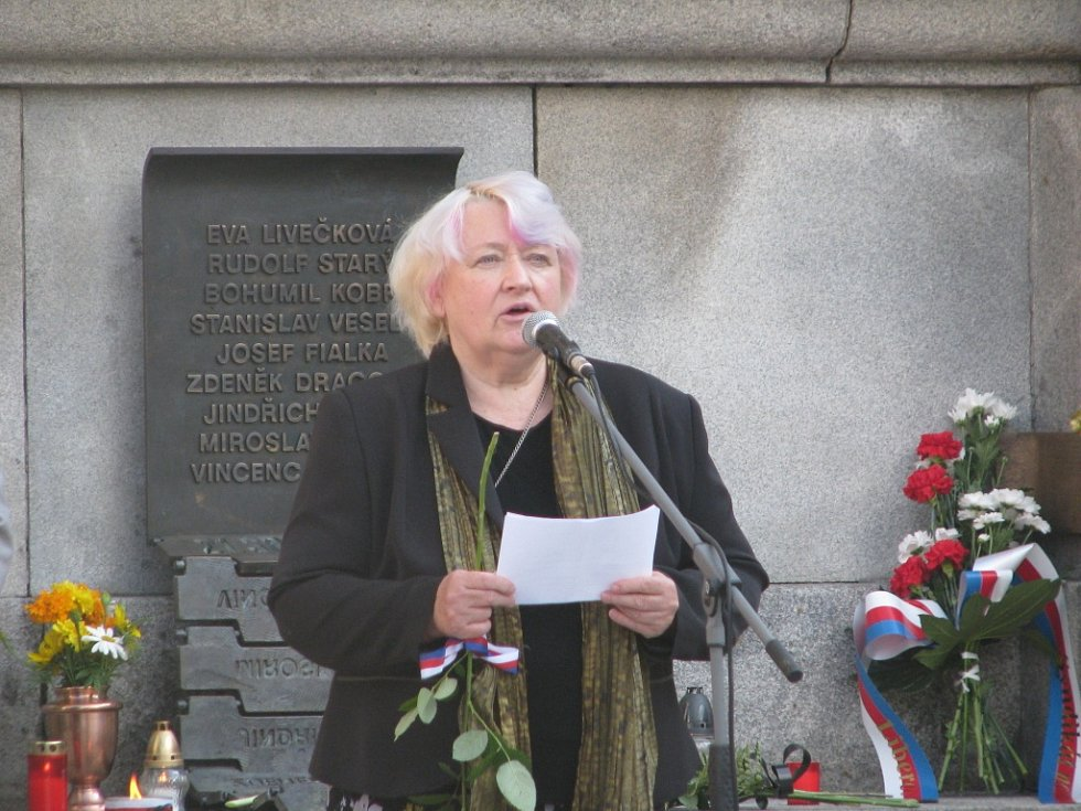 Vdova, Nina Vaňková, jejíž manžel Jindřich Kuliš byl postřelen a převezen do liberecké nemocnice. Místo v sanitce mu přenechal Petr Šída, který za to dostal pamětní medaili.