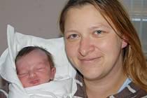 Mamince Lucii Burdové  se narodil 7. dubna v Liberci syn Marek Dostál. Měřil 53 cm a vážil 4,38 kg.