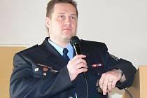 Nadpraporčík Roman Šípek z Policie České republiky zapojil do své přednášky o šikaně i barvité příklady. Studenti pak prodiskutovali, co je u problematiky šikany zajímalo.