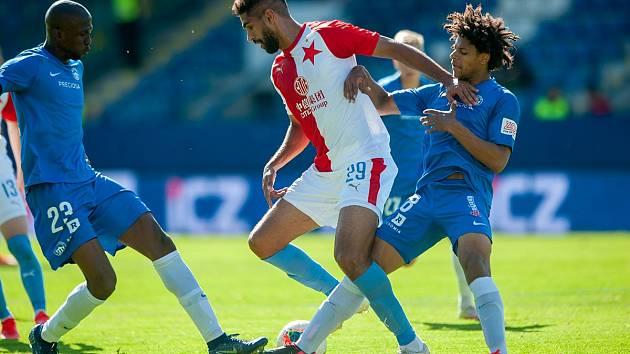 Liberecký Slovan doma podlehl Slavii 1:3. Na snímku jsou v modrých dresech Kamso Mara (vlevo) a Kristian Michal.