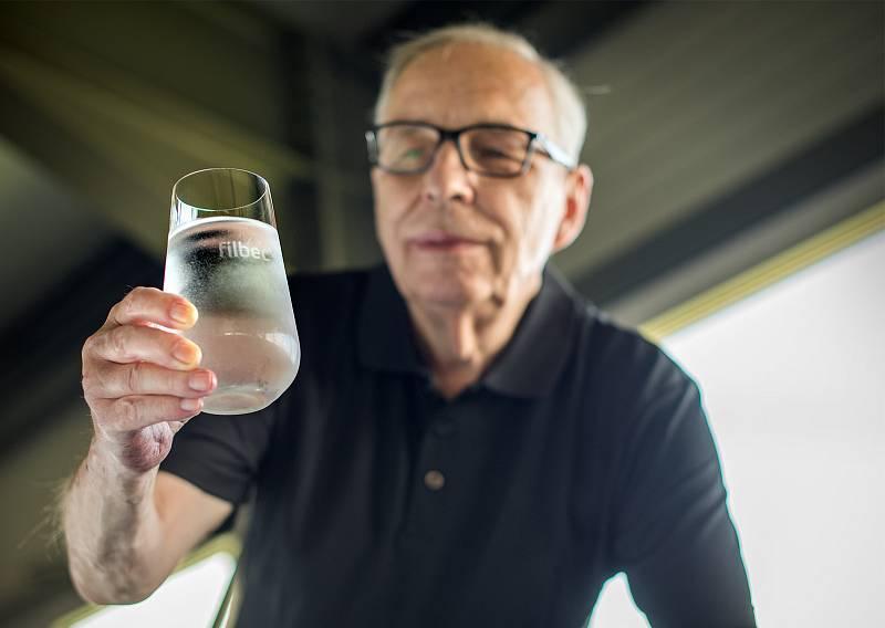 Přibližně 40 tisíc kilometrů nanovláken tvoří půlkilový válec, který tvoří česko-německý filtr na vodu značky Filbec. Filtr je unikátní tím, že na rozdíl od standardních uhlíkových filtrů nepoužívá granulované aktivní uhlí, ale uhlí prachové.