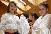 Mezinárodní den Romů si připomněl i liberecký Kontakt, kde zatančil soubor Amare Čhave.