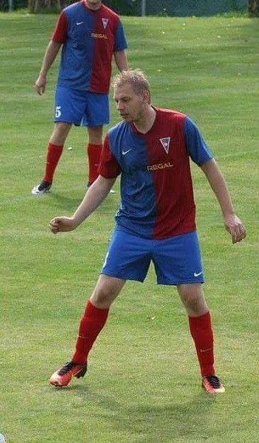 Tomáš Vacek na hřišti jako hráč.
