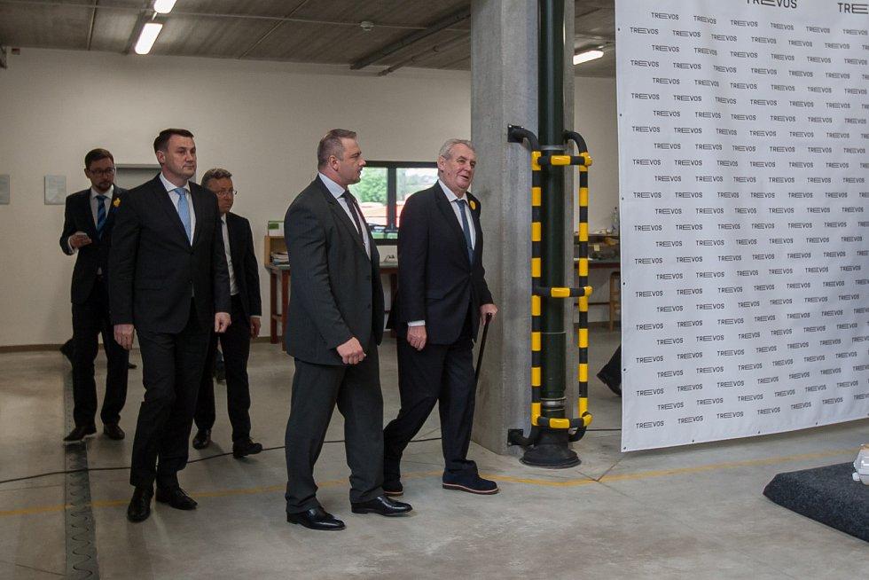 Prezident České republiky Miloš Zeman navštívil 9. května společnost Trevos v Turnově. Na snímku příchod prezidenta na setkání se zaměstnanci.
