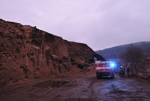 Tragická nehoda traktoristy při práci vsilážní jámě.