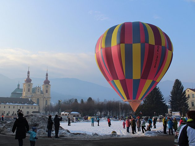Horkovzdušný balón nad Hejnicemi