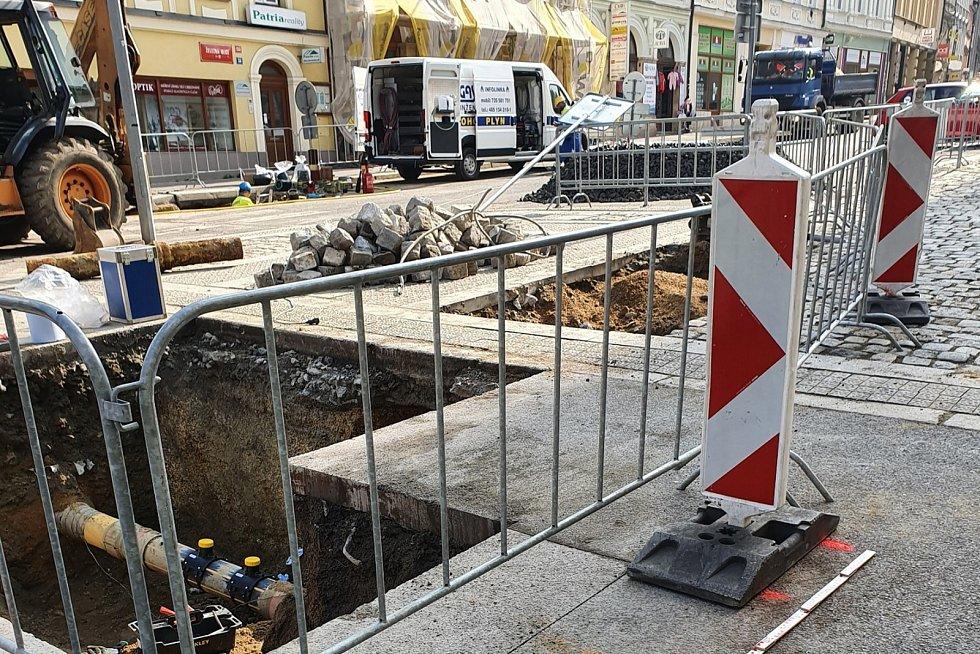 Pět dnů trvala oprava starého plynovodního potrubí ve středu Liberce.