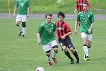 VTJ Rapid Liberec zakončil sezónu v I. A třídě krutou domácí porážkou od Desné (červeno-černé dresy) 0:7. Rapid získal celkem pouhých 10 bodů a čeká ho I. B třída, kam sestupuje.