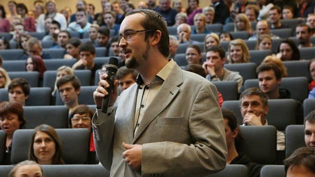 Studenti Technické univerzity v Liberci hovoří s prezidentem.