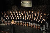 VÁNOČNÍ KONCERTY JSOU VELKOU UDÁLOSTÍ. Vánoční koncerty libereckého dětského sboru Severáček bývají každý rok beznadějně vyprodané. Děti si přijdou poslechnout i bývalí členové sboru. Koncert se koná v neděli 18. prosince v Domě kultury.